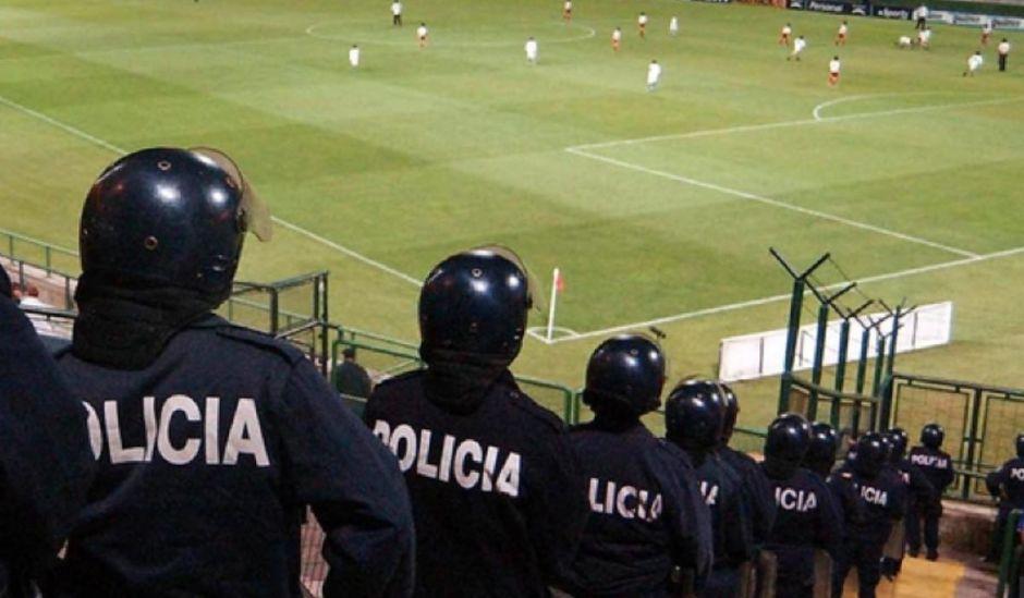 policiafutbol_12deabrilde2108_elfuerte