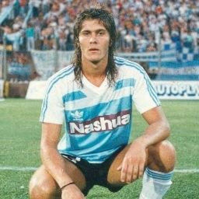 En Racing. Jugó entre 1985 y 1990.